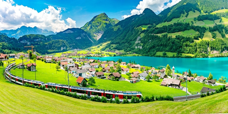 15 Dreamy Pictures Of Train Journeys Across Switzerland