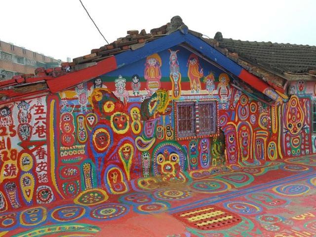 Exploring Taichung's Rainbow Village