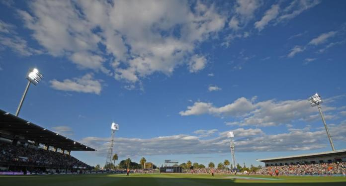 Yes, you heard it right!!! Sun halts play in Napier