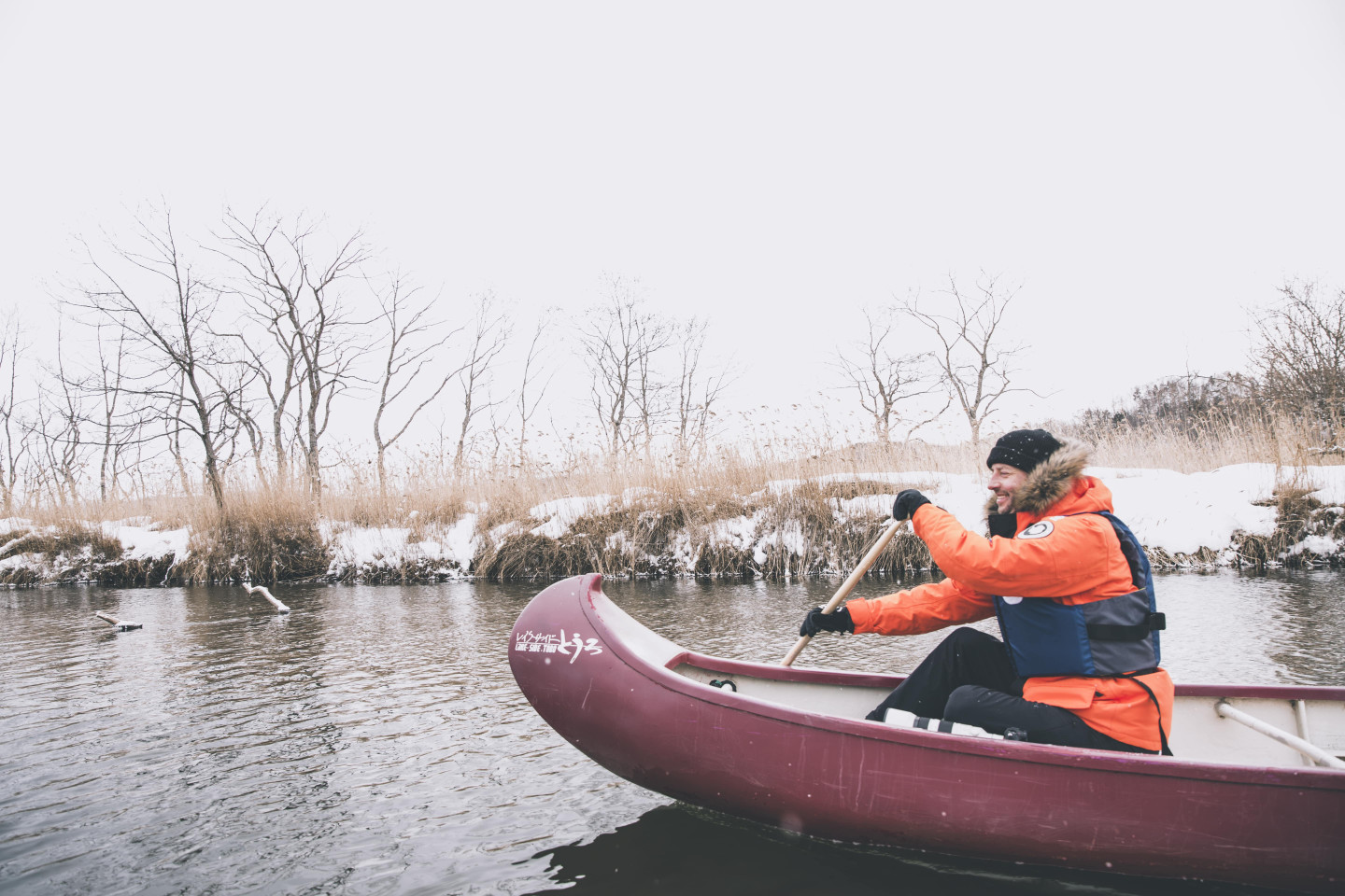 2.Gliding through Kushiro Wetland in winter in a Canadian canoe