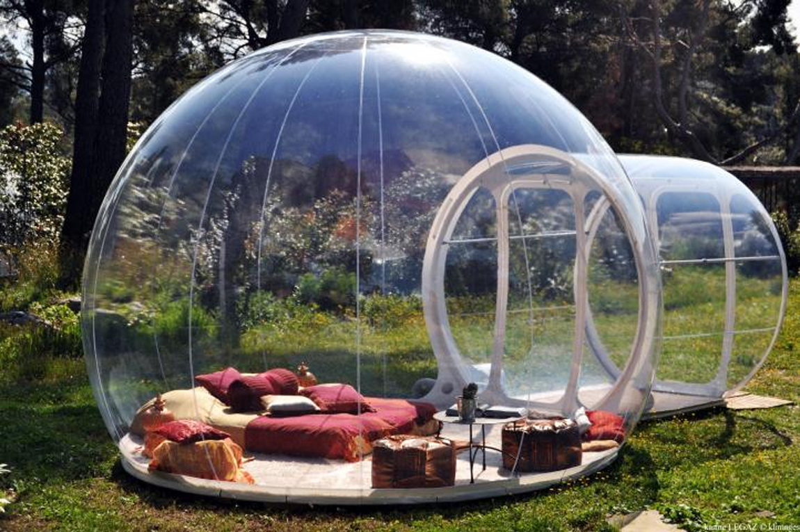 The avantages of the bubble   Quirky accommodation near Paris   Les     A transparent bubble offering a 360     view over the sky   the bubbles have  been placed around the vegetation to respect your privacy