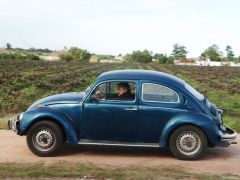 Pte. Mujica driving his old blue Fusca (Photo El Pais)