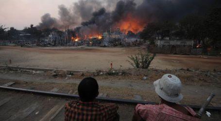 MYANMAR MOB BURNS BUILDINGS IN MUSLIM AREA