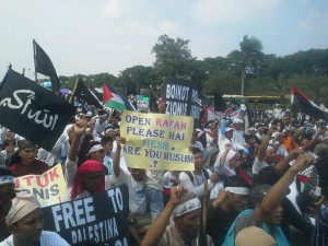 THOUSANDS OF INDONESIAN MUSLIMS STAND FOR PALESTINE