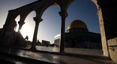 ISRAEL DEMOLISHES MUSLIM TOMBS IN ALQUDS