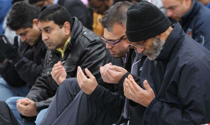 CANADIAN MUSLIM COMMUNITY HOLDS PRAYER FOR OFFICIAL KILLED
