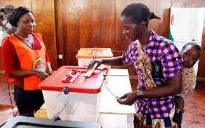 ZAMBIA VOTES AFTER PRESIDENT'S DEATH SPARKS POWER STRUGGLE