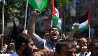 THOUSANDS OF PALESTINIANS DEMONSTRATE AGAINST EGYPTIAN COURT DECISION