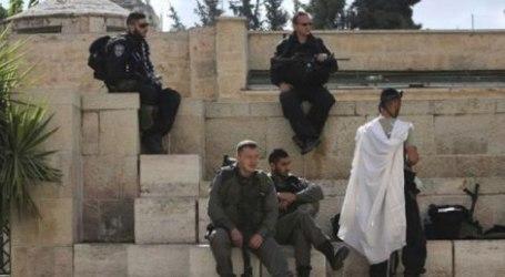 EXTREMIST JEWISH SETTLERS STORM AL-AQSA COMPOUND