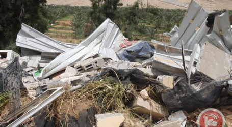 ISRAELI FORCES DEMOLISH 4 STRUCTURES IN JERICHO