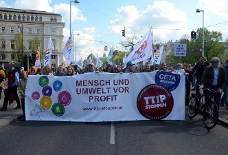 AUSTRIA : THOUSANDS PROTEST EU-US FREE TRADE DEAL TALKS