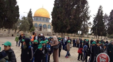 GAZANS PASS THROUGH EREZ CROSSING TO PRAY IN AL-AQSA