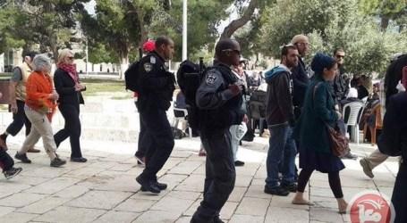 RIGHT-WING JEWS TOUR AL-AQSA COMPOUND UNDER POLICE ESCORT