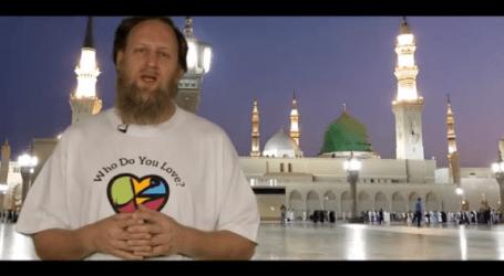 MUSLIMS CELEBRATE PROPHET MUHAMMAD LOVE