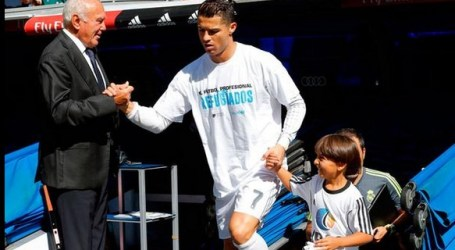 SYRIAN REFUGEE WALKS OUT RONALDO TO GAME
