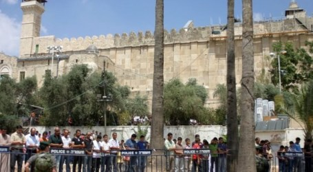ISRAEL BARS MUSLIMS FROM AL-IBRAHIMI MOSQUE