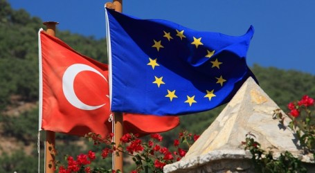 EU, TURKEY TO DISCUSS €3 BILLION REFUGEE DEAL