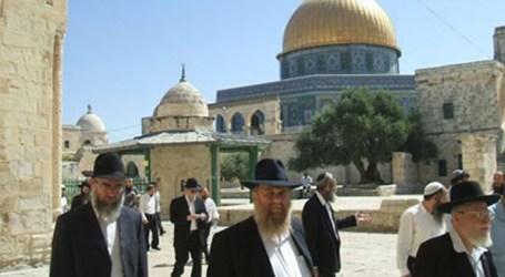 New Groups Of Settlers Storm Al-Aqsa