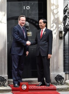 British PM Cameron shakes hands with President Joko Widodo in front of office, 10 Downing Street, Loncon