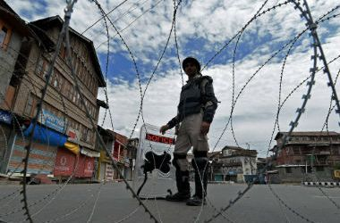 Restrictions, Shutdown Paralyses Life in Indian-Controlled Kashmir for 14th Day
