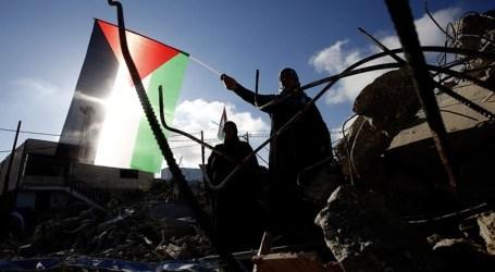 Israeli Army Razes 11 Palestinian Houses in Qalandiya Town