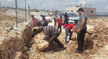 Volunteers Reopen Road Sealed Off by Israeli Army in Qasra