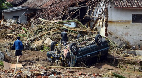 Indonesia: Death Toll from Floods in Java Rises to 23