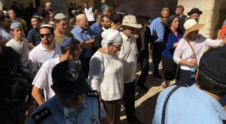Israeli Settlers Groups Break into Al-Aqsa