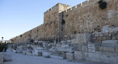IOF Storms Muslim's Bab Al-Rahma Cemetery