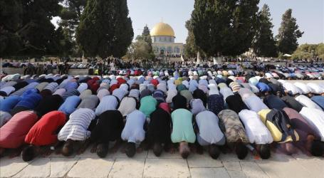 Some 10,000 Palestinian Perform Jumaa Prayers at Al-Aqsa