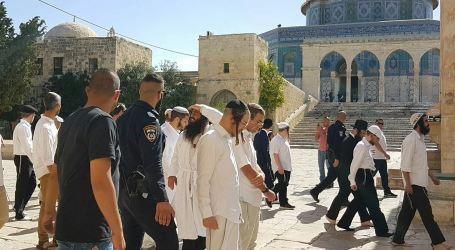 Hordes of Jewish Settlers Break into Al-Aqsa Holy Mosque
