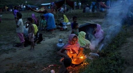 More Rohingya Pour into Bangladesh; Camps at Full Capacity  Sunday