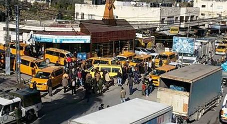 Gaza Taxi Drivers Call for Reduction in Fuel Prices