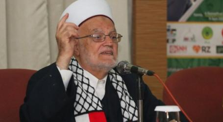 The Grand Imam of Al Aqsa Enters Mosque Despite Israeli Restriction