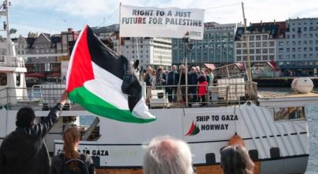 Freedom Flotilla Boat Visits English Port of Brighton