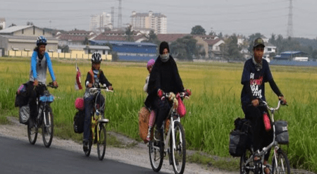Family of Five on Cycling Expedition to Makkah