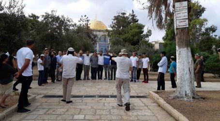 Israeli Fanatics Break Into Aqsa Mosque