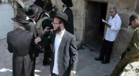 Jewish Illegal Settlers Hold Talmudic Ritual in Al-Aqsa