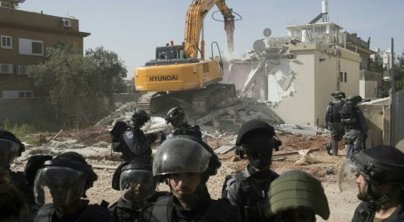 Israeli Forces Demolish Palestinian Construction in south of West Bank