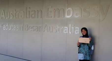 An Indonesian Muslim Teenager Sends Letter about Plastic Waste to Australian PM