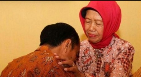 President Jokowi's Mother Passed Away