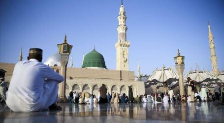 Saudi Arabia Temporarily Suspends Worship Activities in Two Grand Mosques