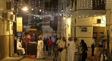 Jeddah Al-Balad Market Begins to Gradually Open at Night