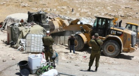 Israeli Forces Invade 50 Palestinian Houses in Al-Auja