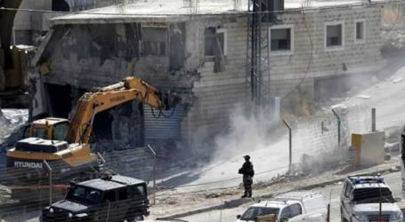 Israel Forces Destroy House of Palestinian Family in Al-Khalil