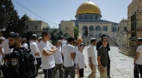 Dozens of Jewish Settlers Attack Al-Aqsa Mosque