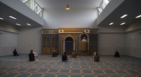 Muslims in Athens Finally Perform Friday Prayers at Mosque