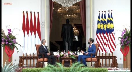 Indonesian President Welcomes Malaysian PM at Merdeka Palace, Jakarta