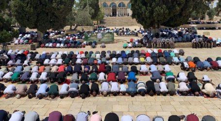 At Least 23 Thousand Muslims Perform Friday Prayers at Al-Aqsa