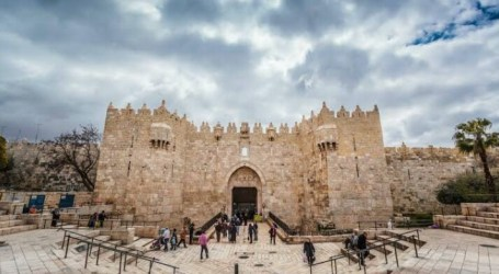 Israeli Police Attack Worshipers at Al-Aqsa Mosque